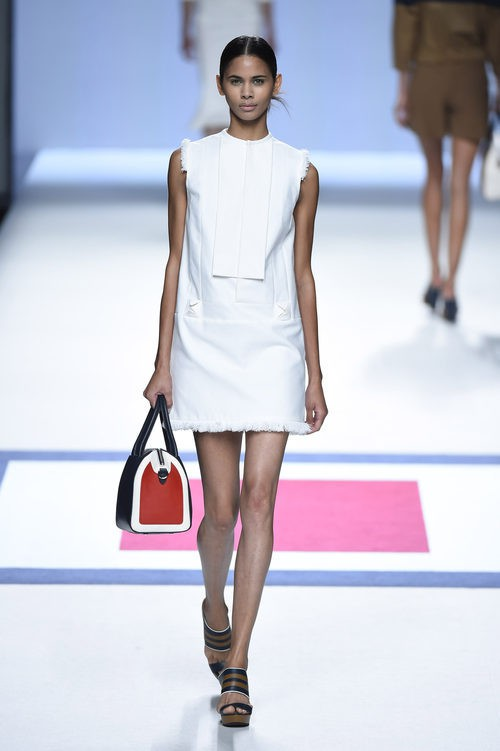 Vestido blanco corto de la colección de primavera/verano 2016 de Devota&Lomba en Madrid Fashion Week