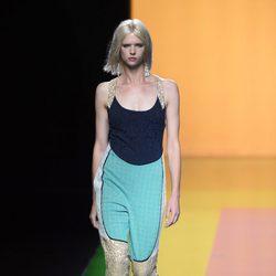 Mono de tonos azules y beige de la colección de primavera/verano 2016 de Ailanto en Madrid Fashion Week