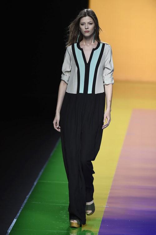 Vestido blanco beige y negro de la colección de primavera/verano 2016 de Ailanto en Madrid Fashion Week