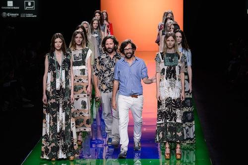 Iñaki y Aitor Muñoz diseñadores de la firma Ailanto tras la presentación de su nueva colección en Madrid Fashion Week