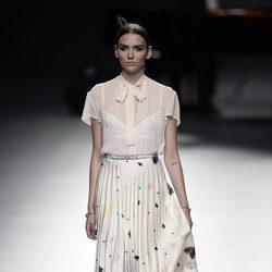 Vestido blanco de Ion Fiz para primavera/verano 2016 en Madrid Fashion Week