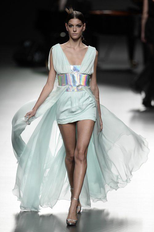 Vestido azul de Ion Fiz para primavera/verano 2016 en Madrid Fashion Week