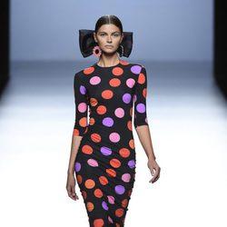 Vestido negro de lunares de María Escoté primavera/verano 2016 en Madrid Fashion Week