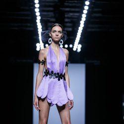 Vestido lila de pétalos de María Escoté primavera/verano 2016 en Madrid Fashion Week