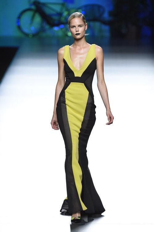 Vestido verde y negro de Maya Hansen primavera/verano 2016 en Madrid Fashion Week