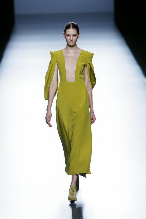 Vestido pistacho de la colección de primavera/verano 2016 de Teresa Helbig en Madrid Fashion Week
