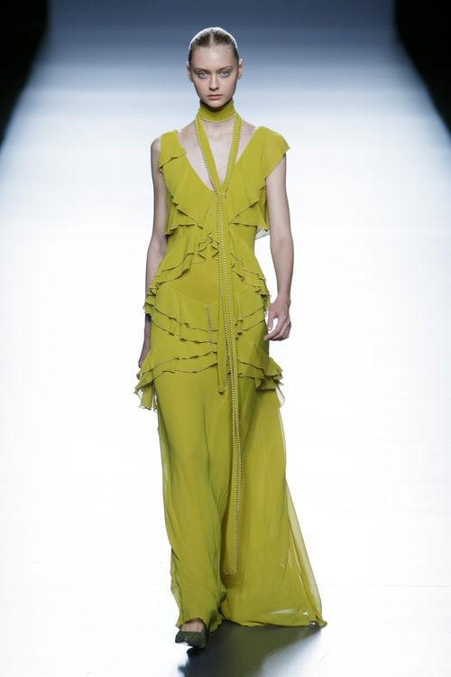 Vestido pistacho largo de la colección de primavera/verano 2016 de Teresa Helbig en Madrid Fashion Week