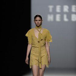 Vestido pistacho con puntillas de la colección de primavera/verano 2016 de Teresa Helbig en Madrid Fashion Week