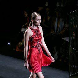 Vestido rojo de la colección de primavera/verano 2016 de Alvarno en Madrid Fashion Week