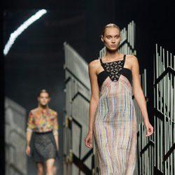 Vestido de rayas de la colección de primavera/verano 2016 de Alvarno en Madrid Fashion Week