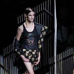 Conjunto negro estampado de la colección primavera/verano 2016 de Alvarno en Madrid Fashion Week