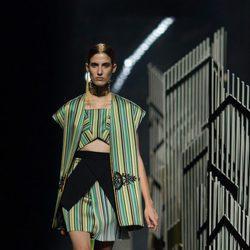 Camiseta y pantalón verde y amarillo de la colección de primavera/verano 2016 de Alvarno en Madrid Fashion Week