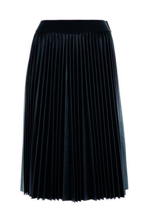 Falda negra tableada de la firma Kocca
