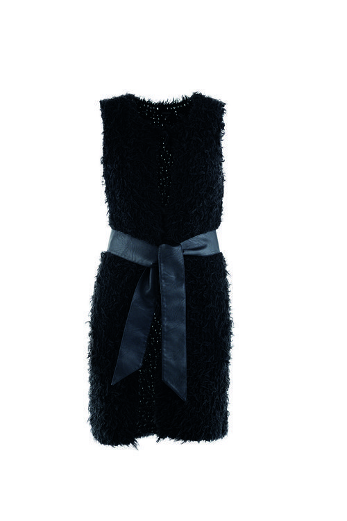 Vestido negro con lazo de la firma Kocca