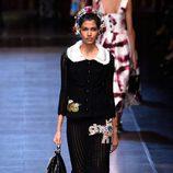 Vestido negro de la colección primavera/verano 2016 de Dolce & Gabbana en Milan Fashion Week