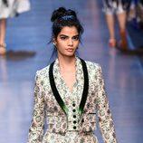 Traje de chaqueta rosa y verde de la colección primavera/verano 2016 de Dolce & Gabbana en Milan Fashion Week