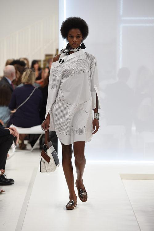 Vestido blanco de la nueva colección primavera/verano 2016 de Tod's