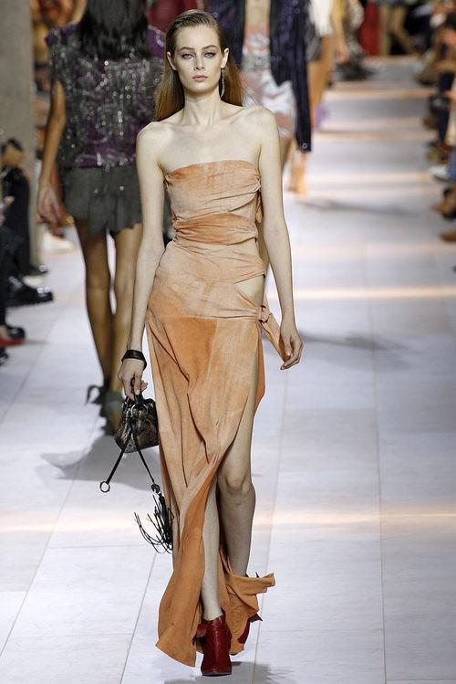 Vestido anaranjado de la colección primavera/verano 2016 de Roberto Cavalli en Milan Fashion Week