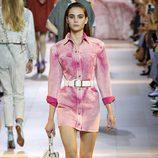 Vestido rosa de la colección primavera/verano 2016 de Roberto Cavalli en Milan Fashion Week
