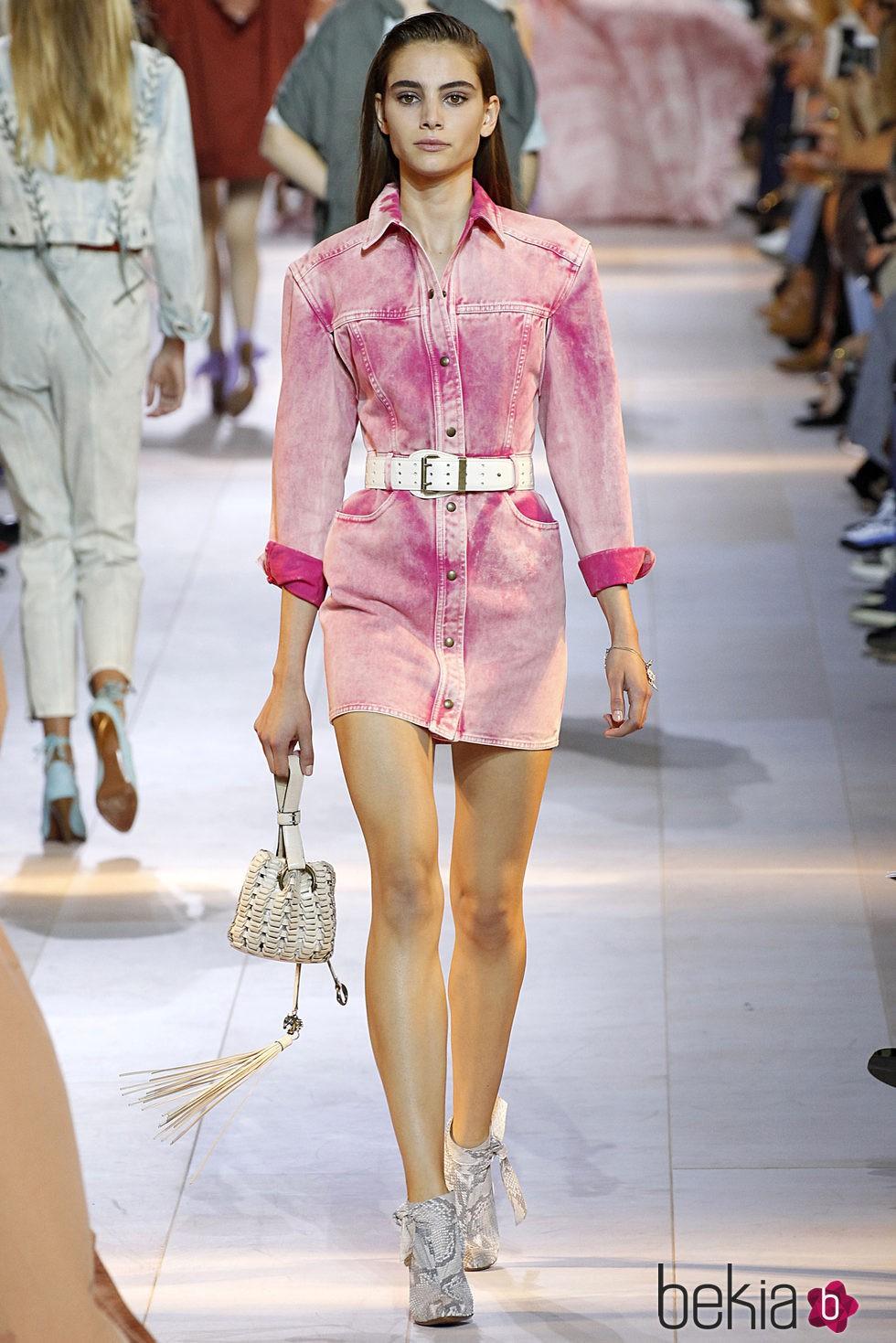 vestido rosa de la coleccin de roberto cavalli en milan fashion week