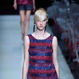 Camisa con brillantes y falda amplia de la colección primavera/verano 2016 de Armani en Milan Fashion Week
