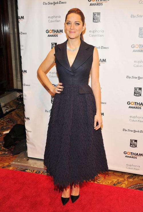 Marion Cotillard con vestido azul marino en los Gotham Independent Awards 2012