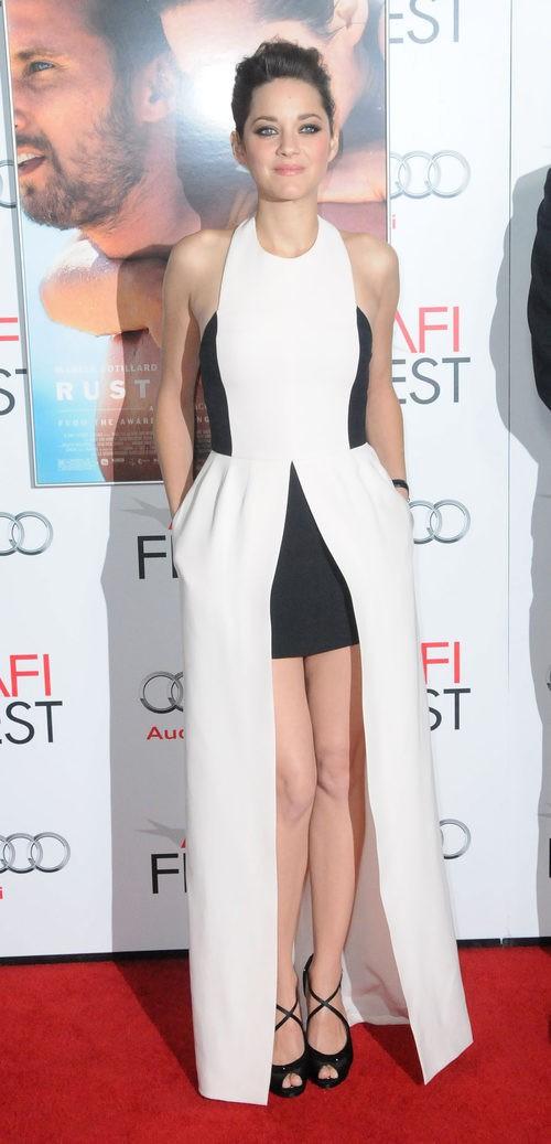 Marion Cotillard con vestido bicolor blanco y negro en la premier de 'Rust And Bone' 2012