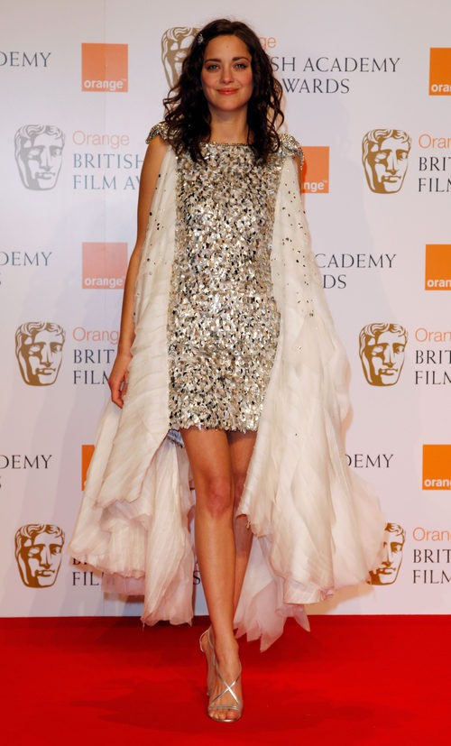Marion Cotillard con vestido en tonos beige en los premios de la Orange British Academy 2008
