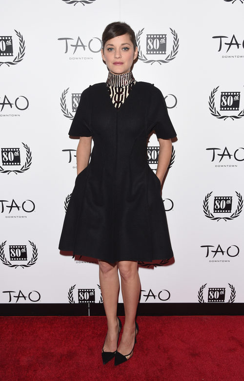 Marion Cotillard con vestido negro en los premios new york film critics circle 2014