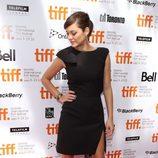 Marion Cotillard con vestido negro con abertura en el festival internacional de cine de Toronto 2010