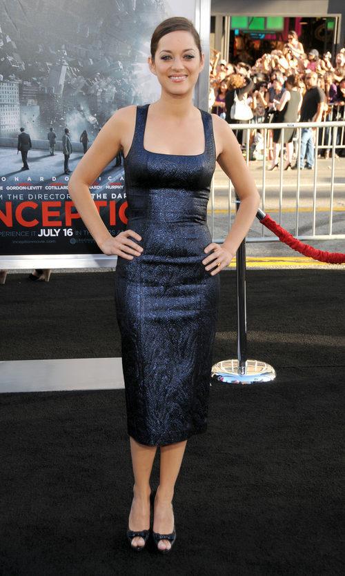 Marion Cotillard con ajustado vestido azul en la premier de 'Inception' en el 2010
