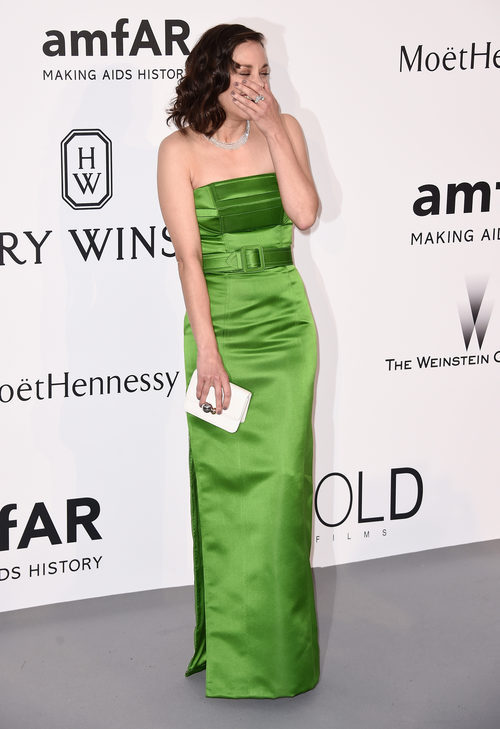 Marion Cotillard con ajustado vestido verde en la gala del cine contra el SIDA 2015