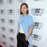 Marion Cotillard con vestido azul clarito y pantalón corto en el festival de cine de Nueva York 2014