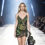 Vestido de tirantes de la colección primavera/verano 2016 de Versace en Milán Fashion Week