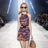 Vestido de cuello halter de la colección primavera/verano 2016 de Versace en Milán Fashion Week