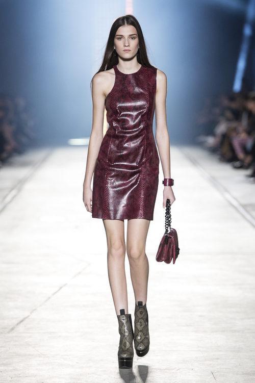 Vestido animal print de la colección primavera/verano 2016 de Versace en Milán Fashion Week