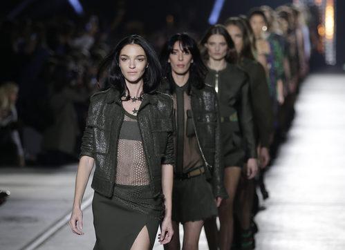 Carrusel de la colección de primavera/verano 2016 de Versace en Milan Fashion Week