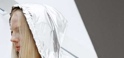 Abrigo metalizado de la nueva colección cápsula de & Other Stories