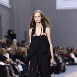 Peto negro de la colección primavera/verano 2016 de Chloé en Paris Fashion Week