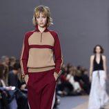 Jersey y pantalón rojo y beige de la colección primavera/verano 2016 de Chloé en Paris Fashion Week
