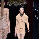Conjunto color camel de la colección primavera/verano 2016 de Balmain en Paris Fashion Week