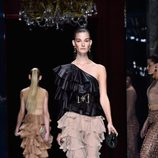 Conjunto de volantes de la colección primavera/verano 2016 de Balmain en Paris Fashion Week