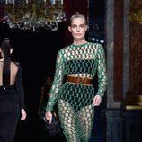 Vestido de malla verde de la colección primavera/verano 2016 de Balmain en Paris Fashion Week