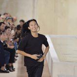Alexander Wang en su último desfile como director creativo de Balenciaga