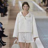 Sudadera blanca de la colección primavera/verano 2016 de Balenciaga en Paris Fashion Week