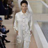 Jumpsuit blanco de la colección primavera/verano 2016 de Balenciaga en Paris Fashion Week