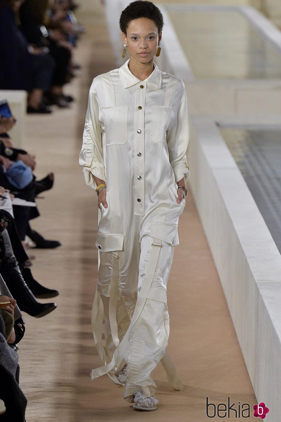 383b281a92 Anterior Jumpsuit blanco de la colección primavera verano 2016 de Balenciaga  en Paris Fashion Week