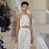 Vestido anudado al cuello de la colección primavera/verano 2016 de Balenciaga en Paris Fashion Week