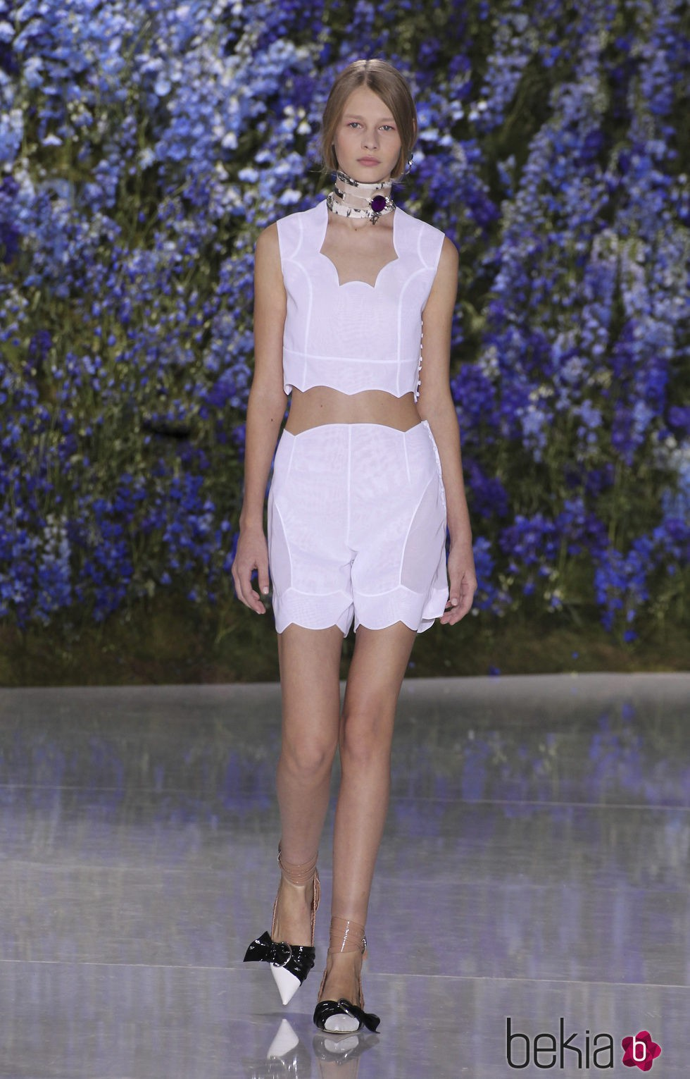 Conjunto dos piezas blanco de la colección primavera/verano 2016 de Dior en Paris Fashion Week