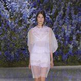 Vestido blanco transparente de la colección primavera/verano 2016 de Dior en Paris Fashion Week